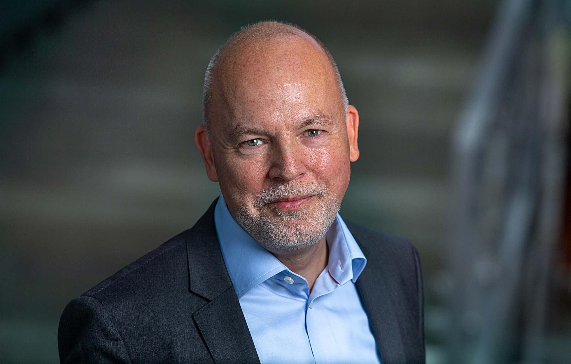 Portrætfoto af Troels Keldermann fotograferet af fotograf Søren Weile i København