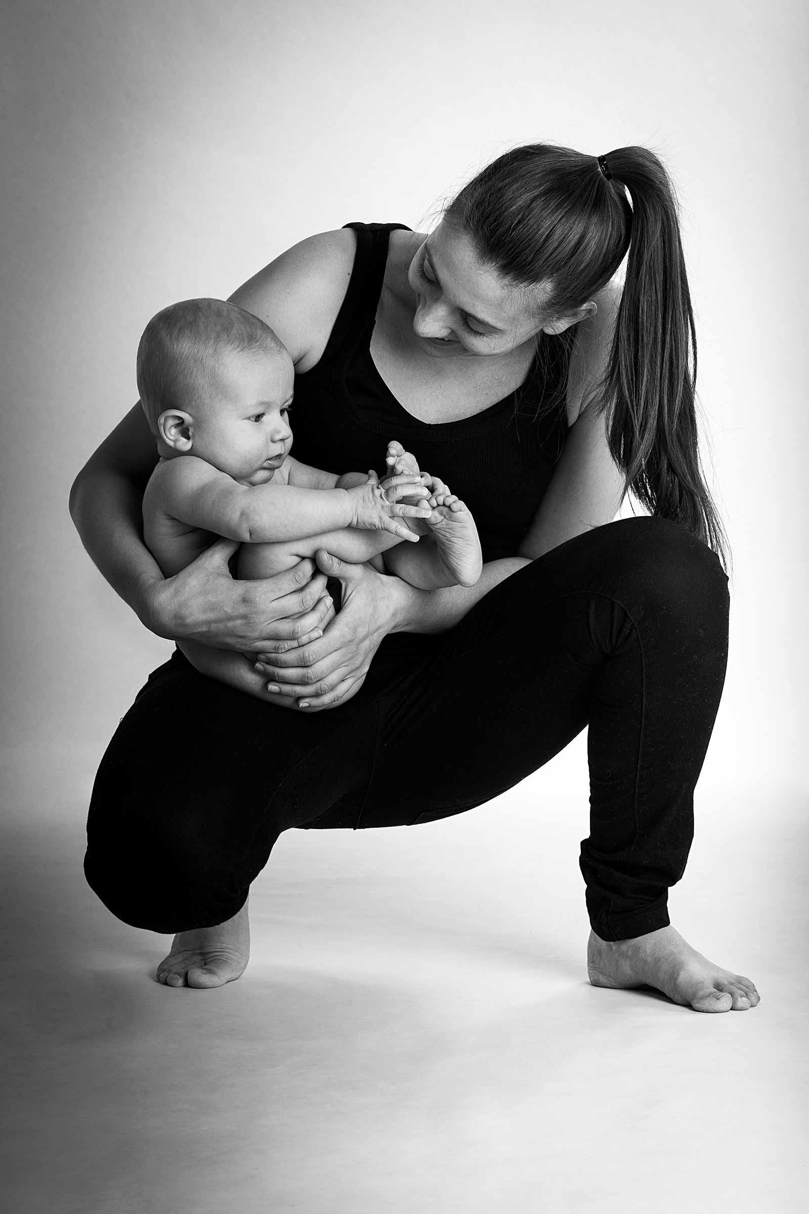 Mor og baby hygger sig